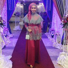 Kumpulan model gambar contoh kebaya batik modern masa kini. Kebaya Wisuda, gaun pengantin batik, busana pernikahan, gaun pesta. Halaman 5