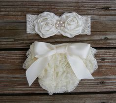 Baby bloomer set. Newborn lace ruffle diaper cover. Baby diaper cover. Shower gift. Baby girl gift set. First baby picture outfit.
