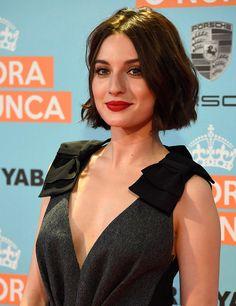 María Valverde luce melena a la barbilla en versión recta y con la raya al medio.