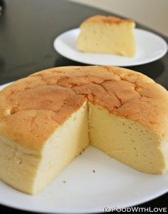 Japanese Cheesecake Super light, fluffy, melt-in-your-mouth goodness. A Japanese Cheesecake recipe that uses standard US measurements! Asian Desserts, Just Desserts, Delicious Desserts, Dessert Recipes, Yummy Food, Think Food, Love Food, Japanese Cheesecake Recipes, Healthy Recipes