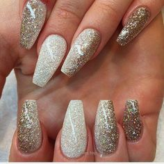 Cool White to Gold Glitter Ombre Long Coffin Nails. Glam and Chic #nail #nailart Nail Design, Nail Art, Nail Salon, Irvine, Newport Beach  The post  White to Gold Glitter .. #AcrylicNailsStiletto Fancy Nails, Trendy Nails, Sparkle Nails, Glitter Nails, Metallic Nails, Glitter Eyeshadow, Eyeshadow Palette, Coffin Nails Long, Long Nails