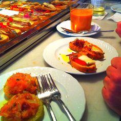 Mercado de San Miguel, Madrid Tapas, Madrid Food, Bruschetta, Fun Things, Wines, Fruit, Vegetables, Ethnic Recipes, Wall