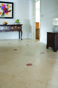 A perfect victorian hallway floor with cabochans and borders - aged cream with an aged cabochan and a border Victorian Hallway, Victorian Tiles, Limestone Flooring, Natural Stone Flooring, Belgian Blue, Hallway Flooring, Terracotta Floor, Hallway Inspiration, Wall Tiles