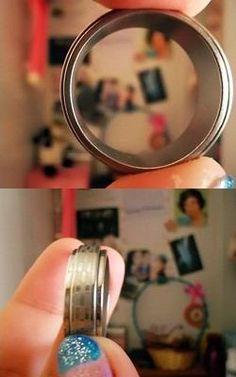 Ganhei esse anel ano passado, ganhei do príncipe que me deu a rosa, porém, o anel não cabe no meu dedo. (Acho que serviria melhor como bracelete, rsrsrs) #presente #anel #amo