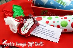 Cookie Dough Gift Rolls {DIY Christmas Gift Idea} ~ Includes Recipe and free printable! #diy #christmas #gift #cookiedough #free #printable