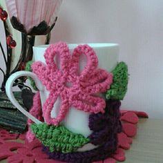 Crochet Mug Cozy, Crochet Earrings, Mugs, Cover, Crafts, Manualidades, Crochet Cup Cozy, Tumblers, Mug