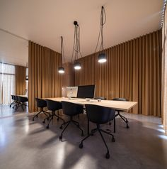 Pure Office space by Sílvia Rocio, Mariana Póvoa and Esse Studio was designed to have a cozy, flexible atmosphere where curtains separate the different divisions. Best Interior Design Apps, Office Interior Design, Office Interiors, Office Designs, Interior Paint, Office Curtains, Room Divider Curtain, Curtain Designs, Office Decor