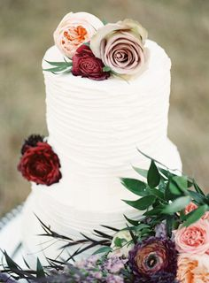 Lovely wedding cake: http://www.stylemepretty.com/virginia-weddings/2015/06/03/fairytale-wedding-inspiration/   Photography: Alicia Lacey - http://alicialaceyphotography.com/
