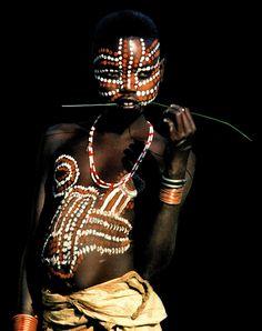 red-lipstick: Carol Beckwith (b. 1945, Boston, MA, USA) and Angela Fisher (b. 1947, Adelaide, Australia) - Surma Girl with Exotic Markings, Ethiopia Photography