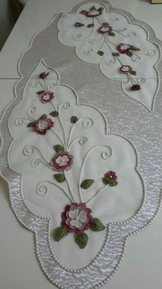 This Pin was discovered by Mer Floral Embroidery Patterns, Ribbon Embroidery, Craft Projects, Sewing Projects, Machine Embroidery Projects, Cut Work, Ribbon Work, Bargello, Crochet Designs