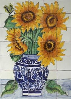Sunflowers tile backsplash for stove? Sunflower Bouquets, Sunflower Art, Tile Murals, Tile Art, Dale Chihuly, Mexican Artwork, Sunflower Kitchen, Talavera Pottery, China Painting