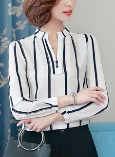 Blusas Listra Informal de Chiffon Decote V Manga comprida Blouse Styles, Blouse Designs, Chic Outfits, Fashion Outfits, Womens Fashion, Sleeves Designs For Dresses, Mode Hijab, Women's Shoes, Buy Shoes