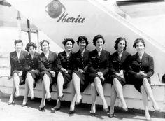 Las maravillosas prendas de las divas de la década de los 50, tanto del mundo del cine como del espectáculo, fueron fuente de inspiración para los 12 patrones del especial burda Vintage.