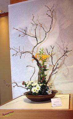Ikebana designs remain the intellectual property of their creators Ikebana Flower Arrangement, Ikebana Arrangements, Beautiful Flower Arrangements, Deco Floral, Art Floral, Flower Show, Flower Art, Cactus Flower, New Years Decorations