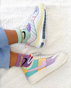 shoes to wear with nike socks Nike Shoes Air Force, Nike Air Max, Trendy Shoes, Trendy Outfits, Fashion Outfits, Sneakers Fashion, Sneakers Nike, Nike Trainers, Sneakers Women