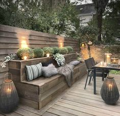 Outdoor lighting ideas for backyard, patios, garage. Diy outdoor lighting for front of house, backyard garden lighting for a party Design Exterior, Interior Exterior, Patio Design, Modern Exterior, Room Interior, Roof Terrace Design, Exterior Windows, Colonial Exterior, Bungalow Exterior