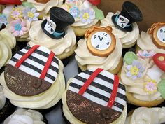 I have just finished pulling together ideas for a Alice in Wonderland Birthday party, but you could use the ideas for a Mad Hatters Tea party also. we are going with the Mad Hatters Tea Party th… Mad Hatter Party, Mad Hatter Tea, Mad Hatters, Alice In Wonderland Cupcakes, Alice In Wonderland Tea Party, Alice Tea Party, Tea Party Theme, Cake Pops, Eat Cake
