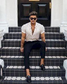 If you are in the market for brand new men's fashion suits, there are a lot of things that you will want to keep in mind to choose the right suits for yourself. Below, we will be going over some of the key tips for buying the best men's fashion suits. Summer Outfits Men, Outfits Casual, Style Casual, Mode Outfits, Men Casual, Style Men, Denim Style, Casual Styles, Men Summer Fashion