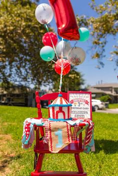 This Whimsical Circus First Birthday Party featured circus entertainers, games, prizes, a big top circus dessert bar and more! Circus Party Decorations, Carnival Themed Party, Fun Party Themes, Carnival Birthday Parties, Circus Theme, Circus First Birthday, Boys 1st Birthday Party Ideas, First Birthday Parties, First Birthdays