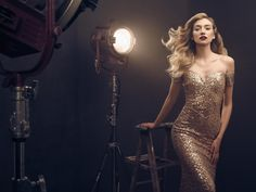 There is certainly something airy and graceful about the Hollywood Golden Age and Chris Knight is one of the few photographers that can transfer the sensation of celluloid and silver to a modern-day photo shoot. Here Chris explains how to create grand and cinematic portraits using the Profoto D1 and a set of Profoto umbrellas.