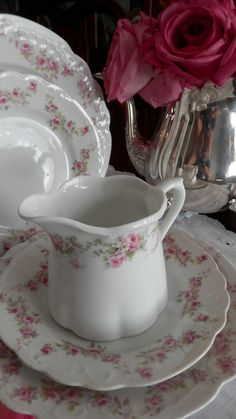 Vintage China I have some of these dishes. I collect them because they make me happy! //// Lovely comment by previous pinner. Antique Dishes, Vintage Dishes, Antique China, Vintage China, Vintage Tea, Vintage Beauty, Style Shabby Chic, Decoration Chic, Rose Cottage