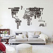 Pegatina decorativa en forma de mapa mundi,una muy interesante opción decorativa. ¿No le parece genial como queda en el salón?
