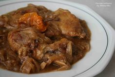 Yassa guinaar - Senegalese chicken with caramelized onion/lemon sauce. West African Food, Caramelized Onions, Lunches And Dinners, Soul Food, Asian Recipes, Delish, Pork, Food And Drink, Yummy Food