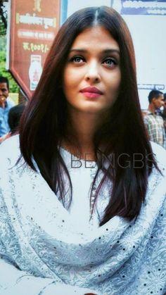 Aishwarya Rai Pictures, Aishwarya Rai Photo, Aishwarya Rai Bachchan, Nayanthara Hairstyle, Desi Wear, Ankle Straps, Curvy, Faces, Indian