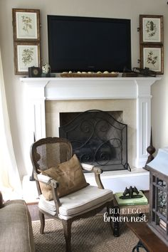 Super bedroom wall decor around tv hide tv Ideas Hide Tv Over Fireplace, Fake Fireplace, Tv Mantle, Fireplace Mantles, Tv Wanddekor, Decor Around Tv, Tv Wall Decor, Wall Tv, Muebles Living