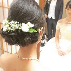 黒髪で作る可愛い花嫁ヘアアレンジのコツは? | marry[マリー] Bridal Hair, Wedding Hairstyles, Dress Up, Crown, Hair Styles, Instagram, Kimono, Fashion, Moda