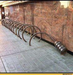 Креативная велосипедная парковка.