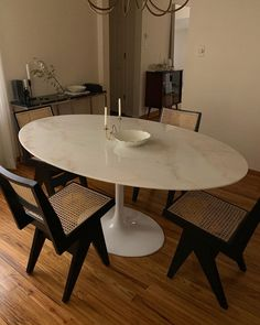 Home Decoration Ideas For Anniversary .Home Decoration Ideas For Anniversary Tulip Dining Table, Dining Room Table, Living Tv, Home Living Room, Piece A Vivre, Interior Decorating, Interior Design, Dining Room Design, My New Room