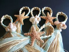 Strand gangpad decoraties Beach Pew Bows Starfish and Raffia Chair Hangers Beach Wedding Pick your Ribbon Destination Wedding Seashells Beach Wedding Reception, Beach Wedding Decorations, Beach Wedding Favors, Wedding Themes, Our Wedding, Aisle Decorations, Beach Theme Centerpieces, Seashell Wedding, Wedding Ideas