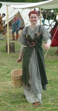 Viking women outfit open aprondress Costumes personnels - la malle aux aiguilles