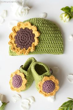 Sunflower Baby Hat - Free Crochet Pattern by Hopeful Honey in newborn and 3-6 months sizes