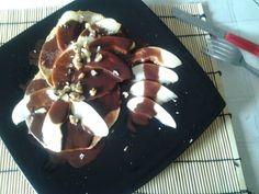 Tortitas mañaneras con chocolate desgrasado y manzana.