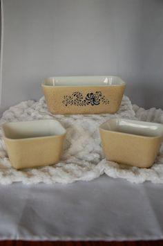 Pyrex Homestead refrigerator dish set of 3.