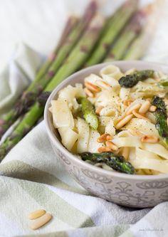 pasta mit gruenem spargel und mozzarella