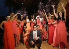 A.M.O.R. una sola palabra para expresar todas las emociones de esta fotografía --- L.O.V.E just one word is needed to express all emotions shown in this picture! #charmingstudio #weddingplanner #destinationwedding #bodadestino #dwp