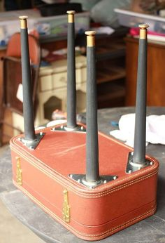Vintage DIY Vintage Suitcase Table More - Turn an old vintage suitcase into a table! For more furniture projects, visit my website! DIY vintage suitcase table Supplies I found this beautiful luggage cas… Vintage Diy, Vintage Home Decor, Vintage Ideas, Vintage Stuff, Design Vintage, Vintage Homes, Style Vintage, Furniture Projects, Furniture Makeover