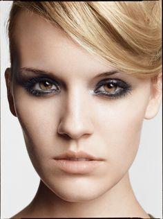 smokey eyes nude lip makeup