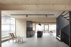 Südöstlich von Bregenz im Vorarlberg gelegen, befindet sich an der Dorfstraße von Bezau seit Kurzem ein zierliches Holzhaus. Es...