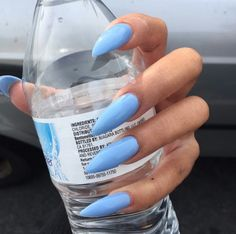 Opting for bright colours or intricate nail art isn't a must anymore. This year, nude nail designs are becoming a trend. Here are some nude nail designs. Perfect Nails, Gorgeous Nails, Pretty Nails, Best Acrylic Nails, Acrylic Nail Designs, Coffin Nails, Gel Nails, Blue Stiletto Nails, Glitter Nails