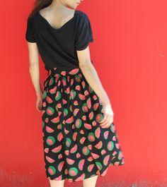 Pastèque pour Midi // Midi skirt @vanessapouzet // Tissu et breloque @arrowworkshop // jolies bobines