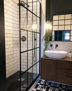 Loft Bathroom, Modern Bathroom, Industrial Bathroom, Industrial Showers, Black Bathroom Taps, Black Bathrooms, Tiny Bathrooms, Modern Shower, Bathroom Mirrors
