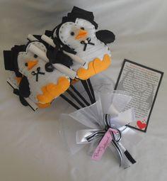 Super novidade na hora de jogar o buque é o Buque Amor de Pinguins. Simboliza um amor verdadeiro,eterno! São 6 unidades de pinguins formando o buque,acompanha a historia. R$ 100,00