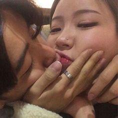 Ulzzang couple asian Kiss