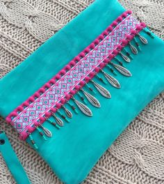 Each on of hand is done with much dedication. Select and combine specifically each material to achieve these results. Features: > its handmade leather clutch > include lining. > is closing (combined with the colors of the clutch), also can carry a metallic magnet closure. > selection of embroidered ribbons and leather fringe Dimensions: Width: 27 cm Height: 20 cm If you have any questions or special requests please contact me. If you have comments, questions or concerns, by ple...