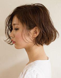 耳かけヘアスタイルの甘辛ボブカタログの画像