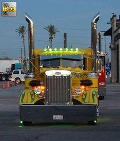 Old school Peterbilt that's had lots of T. very sharp looking Truck Show Trucks, Big Rig Trucks, Old Trucks, Pickup Trucks, Custom Peterbilt, Peterbilt Trucks, Heavy Duty Trucks, Heavy Truck, Custom Big Rigs